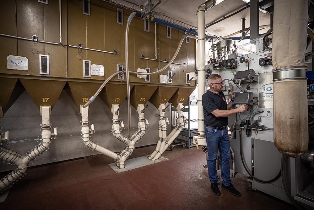 Illycafé Rösterei Thalwil, Qualitätskontrolle beim Mischen der Kaffeeblends